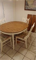 Kitchen Table And 4 Chairs With Two Extra Leaves