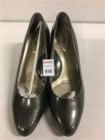 SOFT STYLE WOMENS SHOES SIZE 8.5