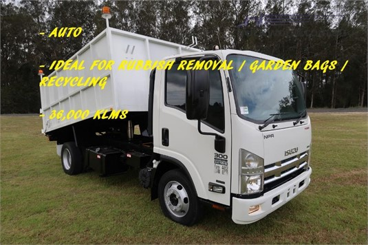 2014 Isuzu NPR 300 Medium Premium - Trucks for Sale