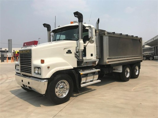 2006 Mack Trident - Trucks for Sale