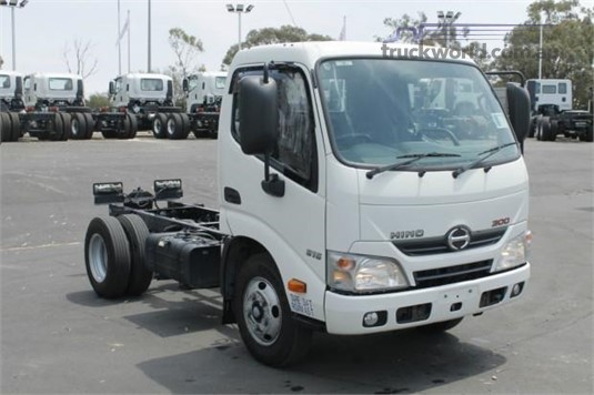 2016 Hino 300 Series 614 - Trucks for Sale