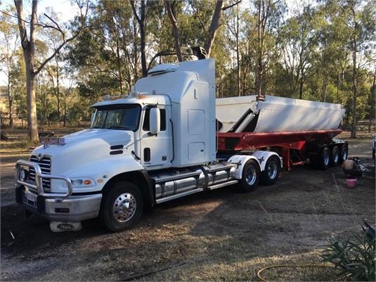 2003 Mack Vision - Trucks for Sale