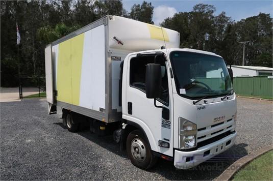 2013 Isuzu NNR 200 AMT - Trucks for Sale