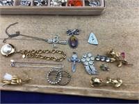 Small Beige Velvet Jewelry Box of Vntg Jewelry
