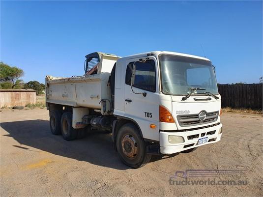 2003 Hino FM1J - Trucks for Sale