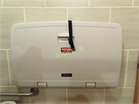 Rubbermaid Baby Change Station