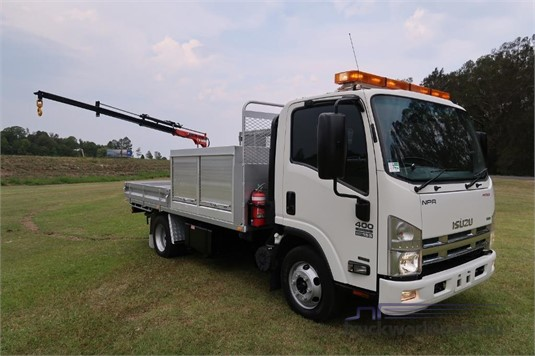 2013 Isuzu NPR 400 Premium - Trucks for Sale