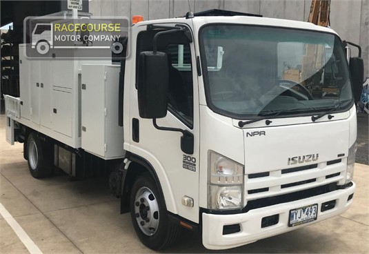 2009 Isuzu NPR300 Racecourse Motor Company - Trucks for Sale