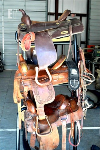 Equipmentfacts Com 3 Tier Saddle Rack With 4 Saddles And Tack Online Auctions