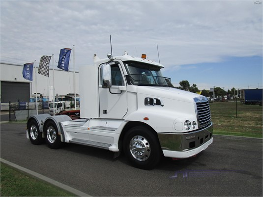 2011 Freightliner COLUMBIA 112 - Trucks for Sale