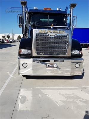 2018 Mack Super Liner - Trucks for Sale