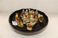 Shallow Black Bowl, 25 Tea Figurines
