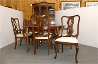 Dining Suite w/FP Style Table 4 + 2 Arm Chairs Whi
