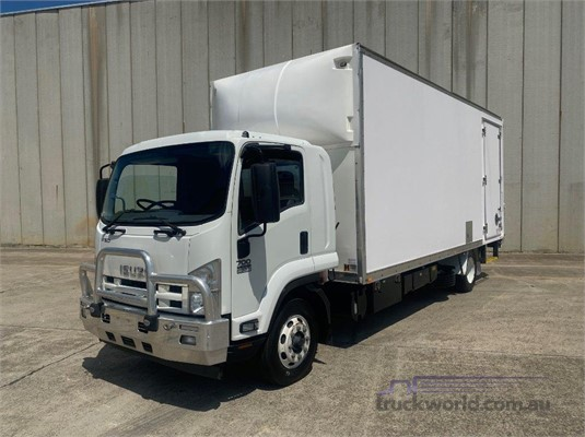 2013 Isuzu FSD 700 LONG - Trucks for Sale
