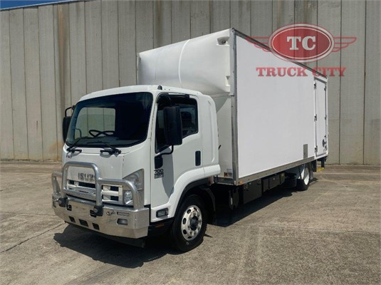 2013 Isuzu FSD 700 LONG Truck City - Trucks for Sale