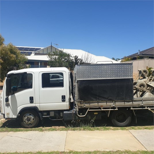 2011 Isuzu NLS200 - Trucks for Sale