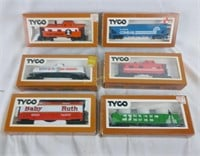 6 Tyco Ho Scale Train Cars Cabooses & More