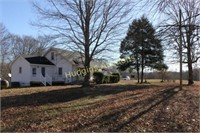 Country Farmhouse in Little Lot - 20 acres