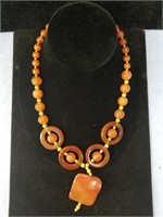 Graduated stone necklace made from agate specimens