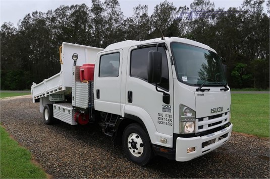 2009 Isuzu FRR 500 Crew - Trucks for Sale