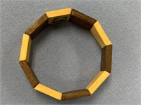 Wood and stretch bracelet with Alaskan themes
