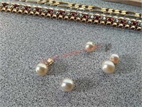 Pearl's and bracelets