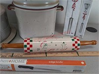 Assorted kitchenware rolling pin, electric knife,