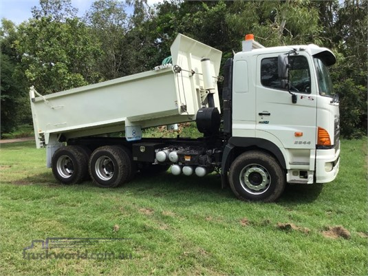 2010 Hino FS 2844 - Trucks for Sale