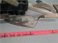 Concrete trowels and floats