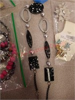 Lot of jewelry. Bracelets, necklace, earrings,
