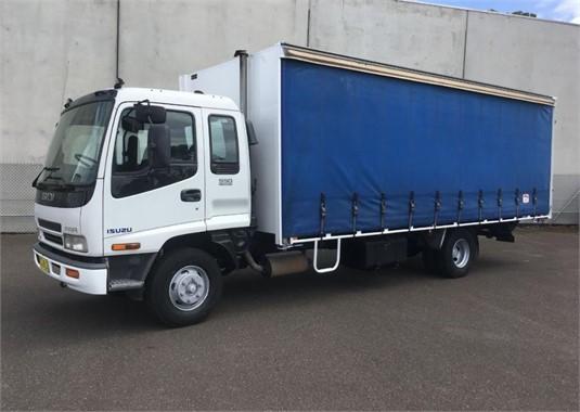 2001 Isuzu FRR550 - Trucks for Sale