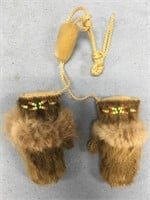 Eskimo yo yo mittens with beaded accents       (M