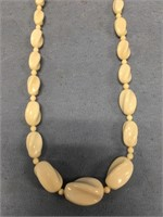 Graduated ivory beaded necklace with threaded scre