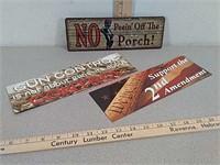 Metal novelty sign and 2 gun / firearm magnets