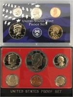 Lot of 2 proof sets 1976 S, 2001 S           (33)