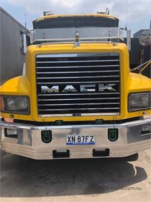 2004 Mack CH Fleetliner - Trucks for Sale