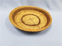 Hand woven grass tray with dyed accents, 7.5""