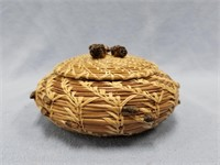 Lidded basket, small, made from Georgia long leaf