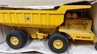 Ertl IH Pay Hauler Dump #425 in box (*)