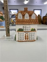 900+ Cookie Jars **Online Only Auction**