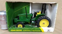 1;16 Ertl J Deere 6200 Row Crop in box