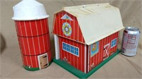 Fisher Price Family Play Farm 915 barn