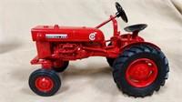 1;16 Ertl IH Farmall Cub Tractor w/box