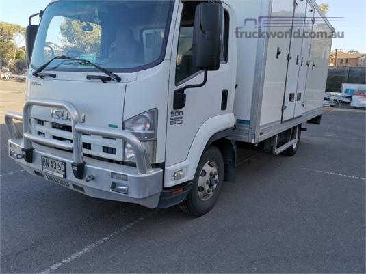 2011 Isuzu FRR 500 Medium - Trucks for Sale