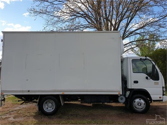 2007 Isuzu NPR 200 - Trucks for Sale