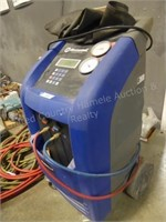 Master cool freon machine - in body shop