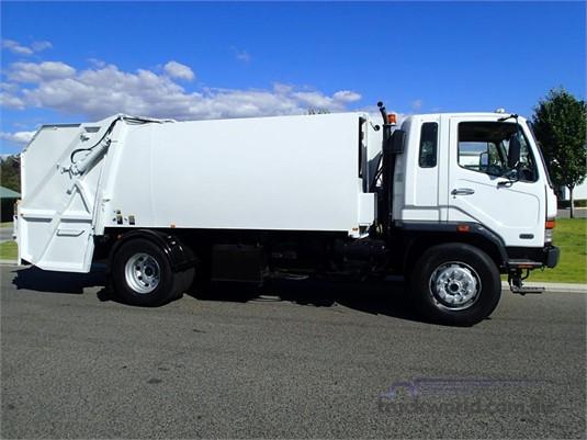 2001 Mitsubishi FM10 - Trucks for Sale