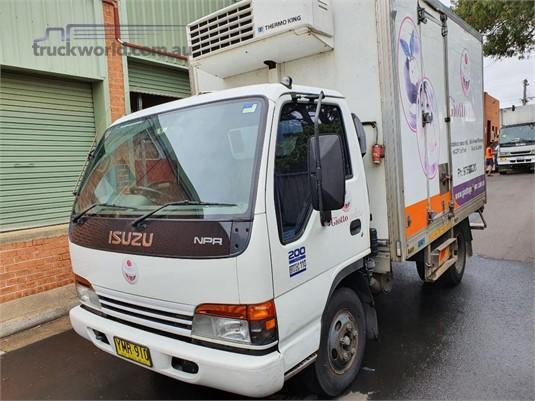 2002 Isuzu NPR 200 - Trucks for Sale