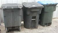 (2) Toter 32 gal. rolling trash bins