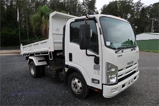 2014 Isuzu NPR 200 - Trucks for Sale